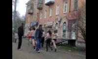 Непонятки на улицах Рубцовска в виде полуголой молодежи