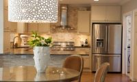 Какая должна быть люстра на кухне?