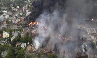 В результате аварии товарного поезда в Канаде произошел разлив примерно 100 тысяч литров нефти