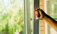 На что стоит обратить внимание при покупке окон