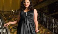 На что обратить внимание при выборе фасона платья полной женщине?