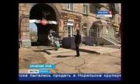 Видео: В центре Рубцовска установили памятник Коню в пальто
