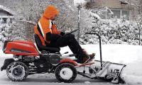 Что лучше: лопата или снегоуборочная техника