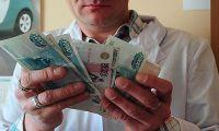 Вертикаль сработала – в 47 регионах зарплаты врачей снизились