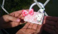 Рубцовские школьницы определили ТОП 6 самых красивых свадебных «Замков счастья» на набережной города
