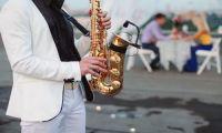 Саксофонист на праздник: создание романтической атмосферы