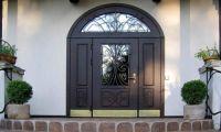Входные металлические двери для загородного дома