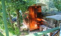 Туалетная кабина на даче – удобство, чистота и красота
