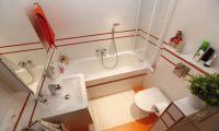 Пространство маленькой ванной расширят простые решения